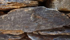 140821 piedra escrita 1