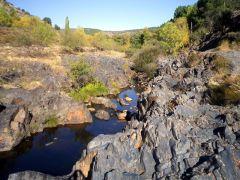 El río sorbe en Muriel